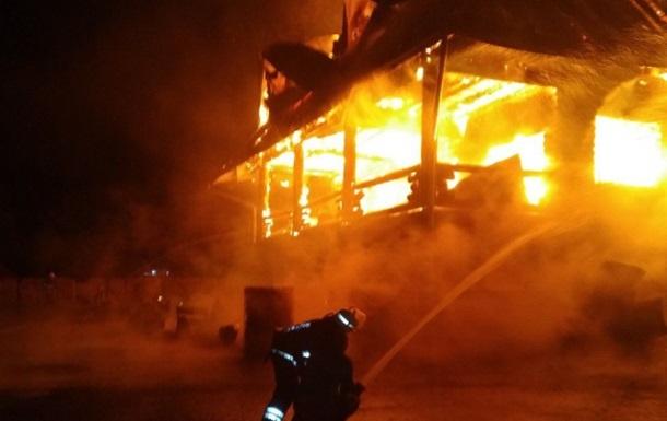 В Закарпатской области в результате поджога сгорели отель и автомойка