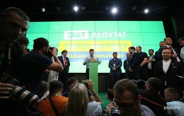 Партия Слуга народа может самостоятельно сформировать большинство в парламенте