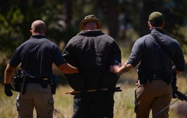 Конная полиция США вела темнокожего на веревке
