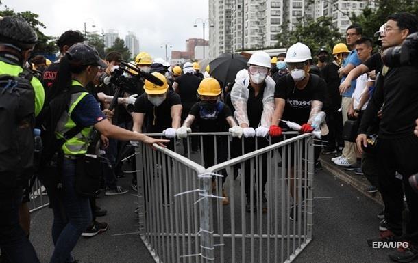 В Гонконге демонстранты пытались устроить демонстрацию в торговом центре