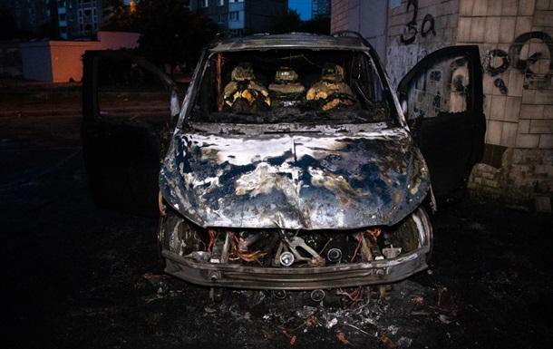 В столице сгорел Mercedes, подозревают поджог
