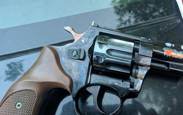 Гражданин Израиля начал стрелять в прохожего из пистолета возле школы