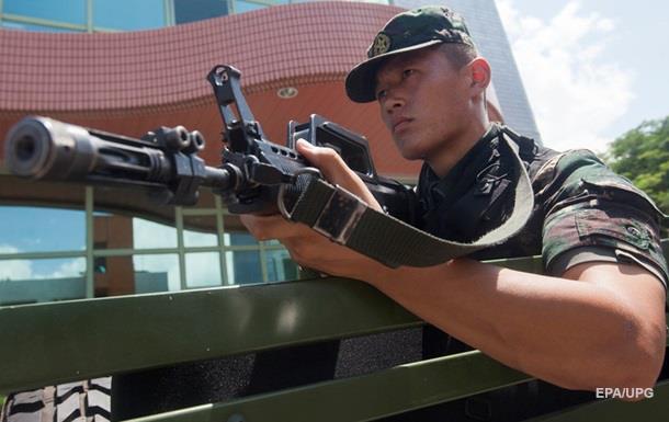 Президент США заявил о том что Пекин стягивает войска к Гонконгу