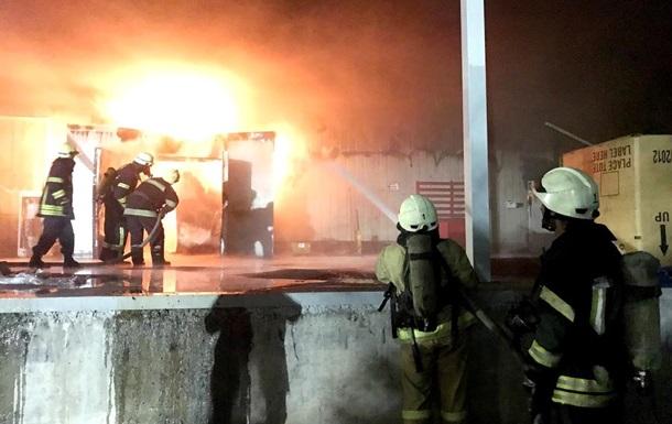 В Запорожье горели складские помещения рыбного завода