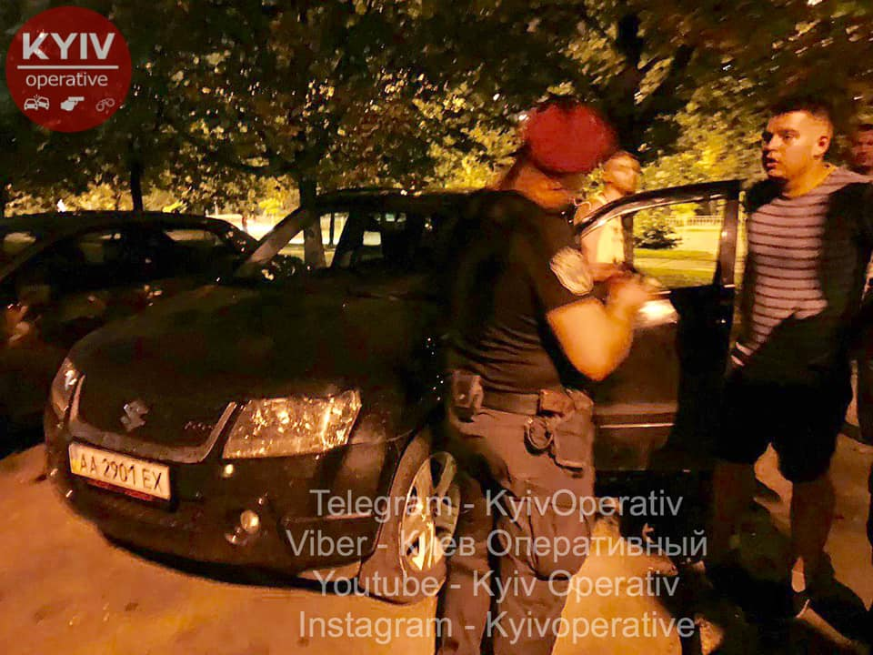 В Киеве произошла драка между двумя группами молодчиков. В одного из участников четыре раза попали в плечо из пистолета