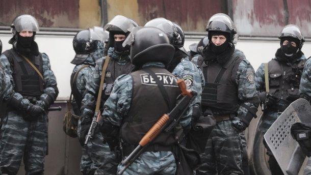 Апелляционный суд оставил в СИЗО экс-беркутовцев