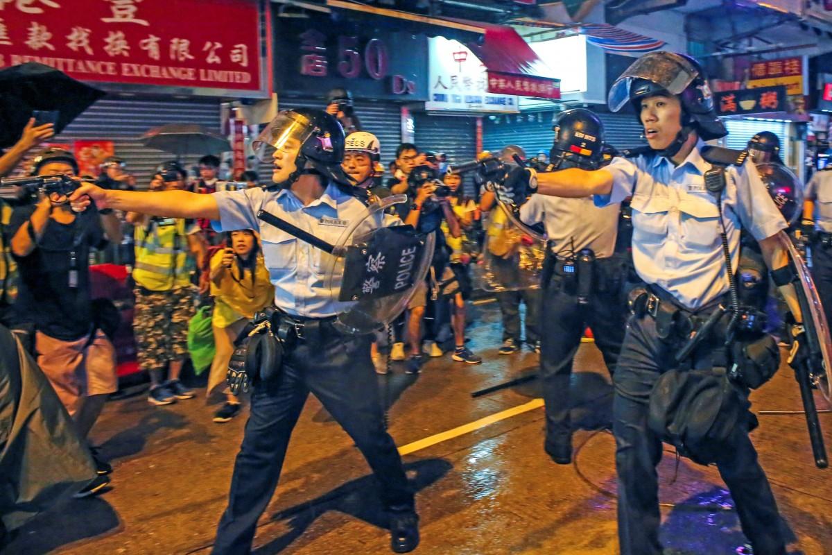 Полиция  переменила водометы и огнестрельное оружие в ходе протестов