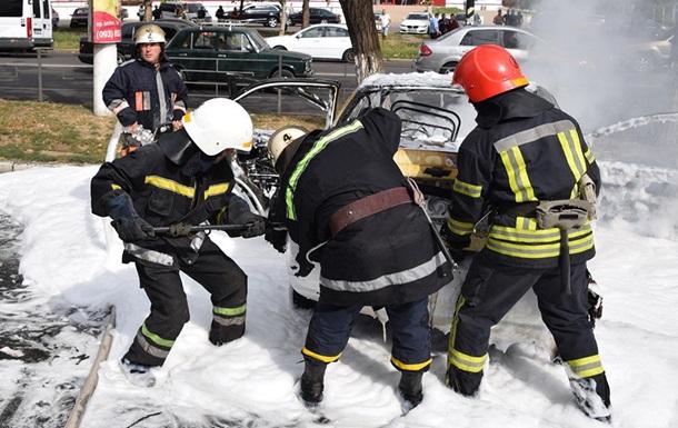 Пожарные Николаева ликвидировали возгорание двух автомобилей на междугородном автовокзале