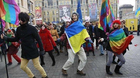 Их нравы: почему Киев пустил в города Украины гей-парады