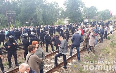 Во Львовской области активисты снова блокируют вагоны с углем