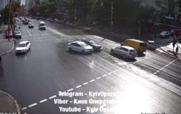 Киевские патрульные устроили тройное ДТП