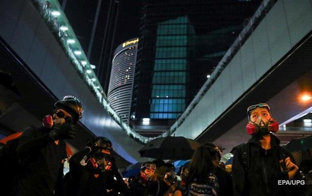 Протесты в Гонконг: бутылки с зажигательной смесью, водометы и слезоточивый газ