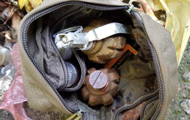 В парке в Виннице полиция обнаружила гранаты и боеприпасы