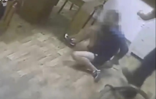 Одесские полицейские избивали задержанных