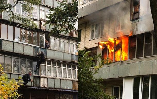 В Киева произошел пожар. Одна квартира выгорела дотла
