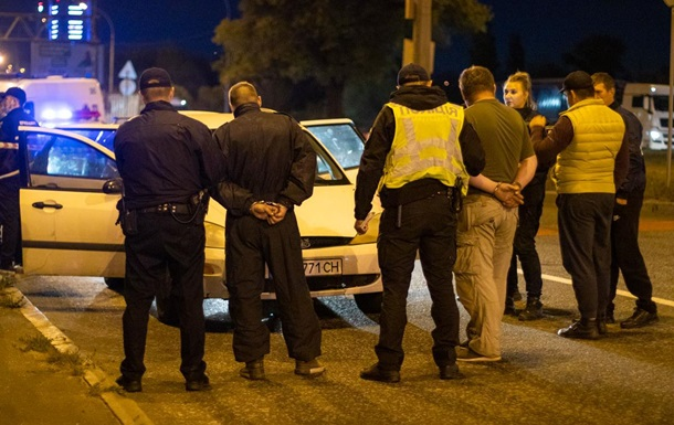 Киевская полиция задержала Ford Focus с оружием и взрывчаткой