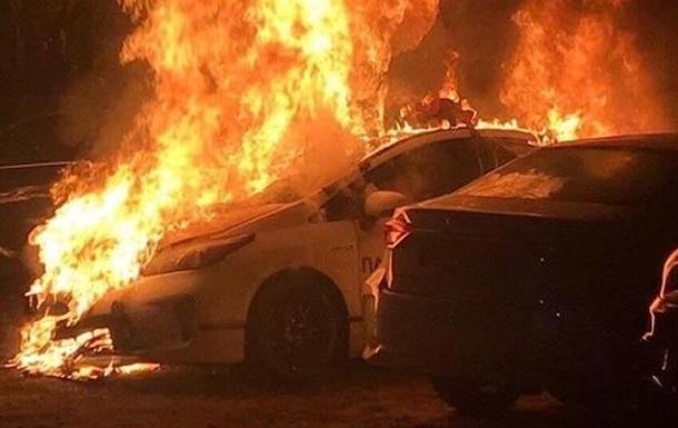 В Киеве подожгли машину полиции