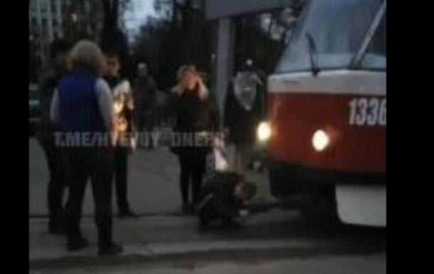 В Днепре неизвестный мужчина устроил блокировку общественного транспорта
