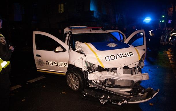 В Киеве произошла авария с участием полиции и такси
