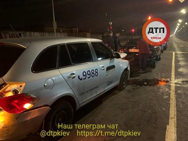 В Киеве произошло тройное ДТП из-за пьяного таксиста