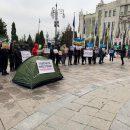 Инвесторы «Чарівне місто» митингуют возле  офиса Президента