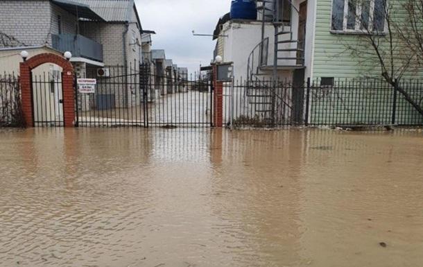 В Запорожской области из-за шторма затопило около 40 баз отдыха