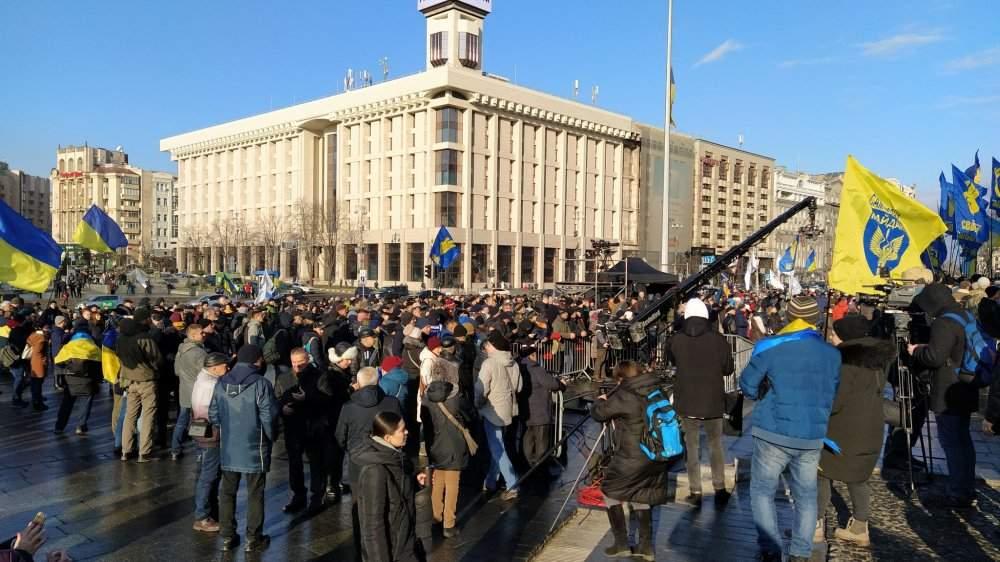 В Киеве на Майдане Независимости накануне Нормандского саммита прошло вече «Красные линии»