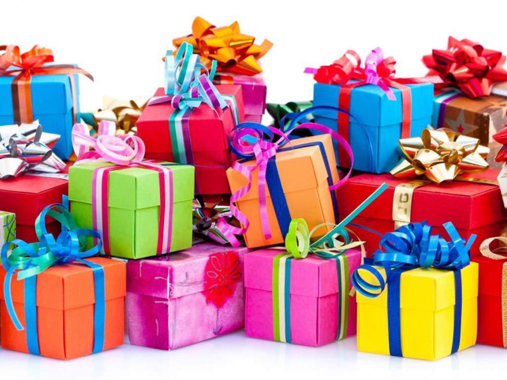 Эксперт назвал подарки, которые нельзя дарить знакомым и коллегам в этом году