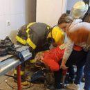 Сотрудница магазина застряла в тестомесе: отряд ГСЧС освободил пострадавшую (ФОТО)
