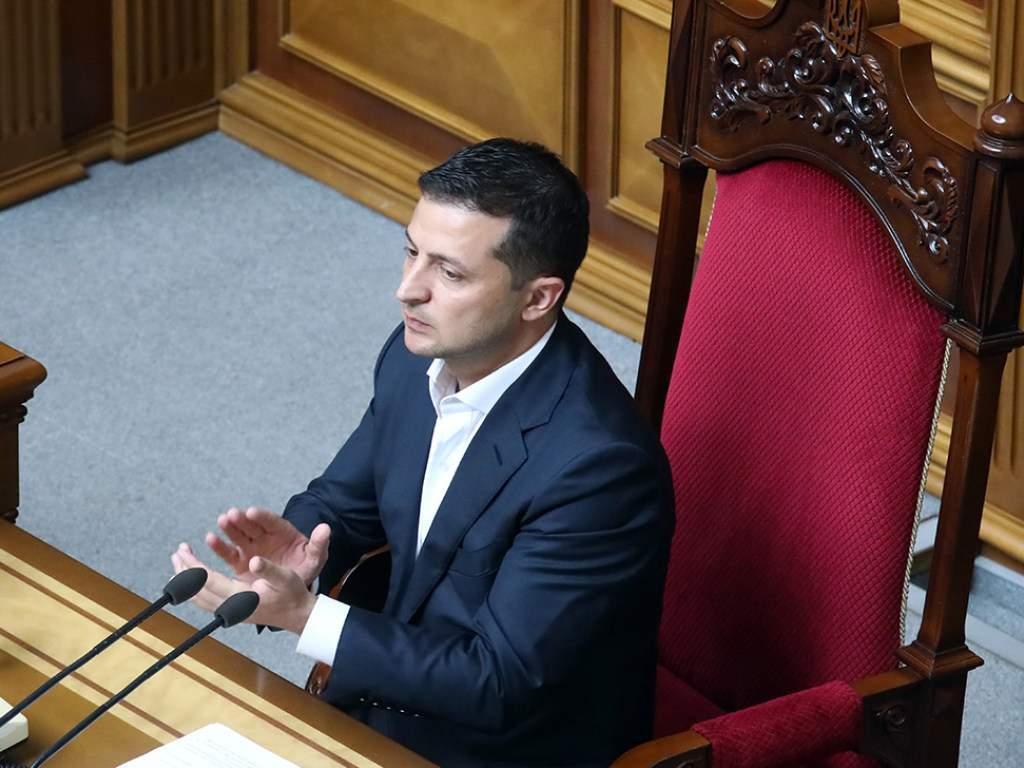 Владимир Зеленский сможет блокировать работу местных советов и распускать их через суд: детали закона о децентрализации