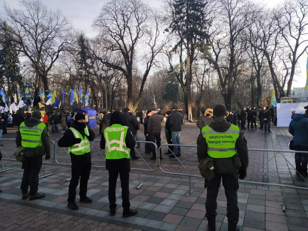Под стенами Верховной Рады Украины проходит митинг против рынка земли (ФОТО)