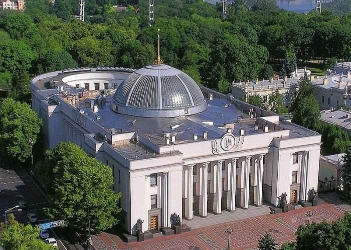 Тернопольский областной совет назначил выездное заседание перед зданием ВР