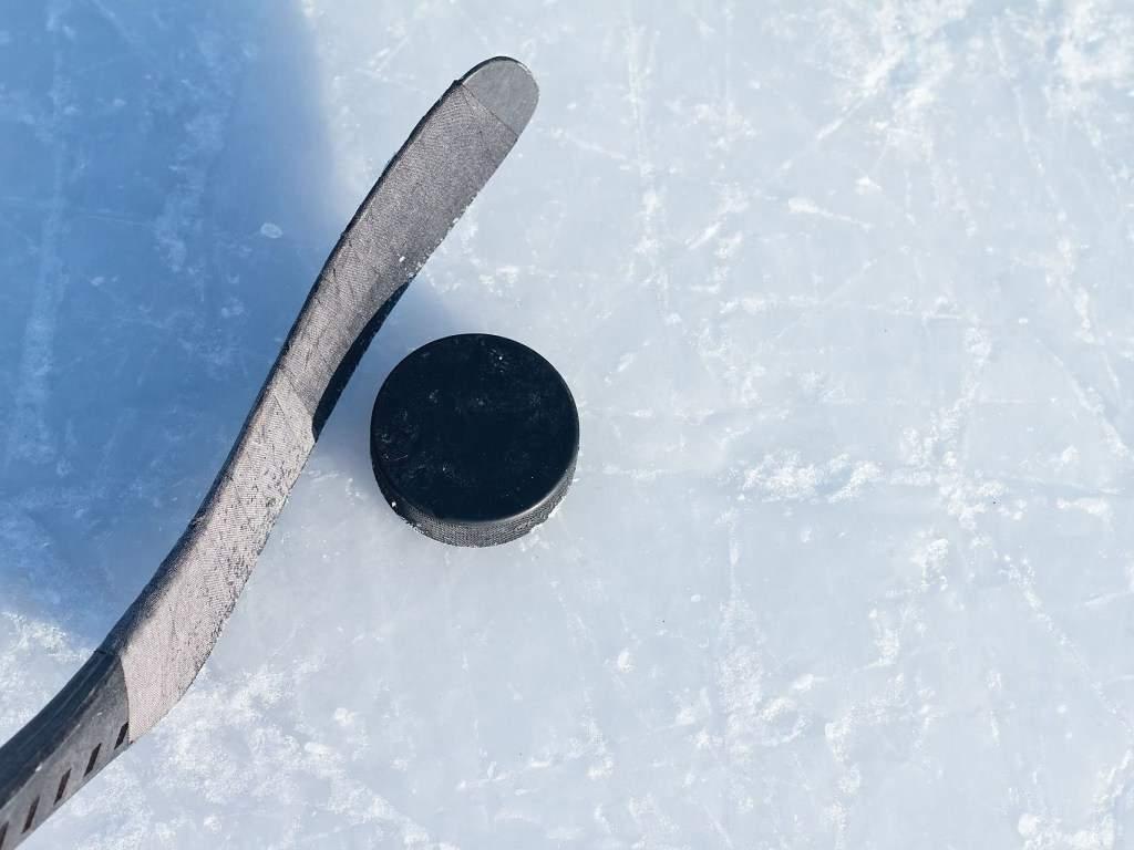 Тренер поднял руку на несовершеннолетнего хоккеиста: у 11-ти летнего мальчика сотрясение мозга (ВИДЕО)