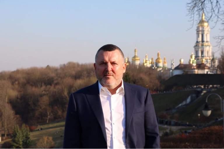 Юрий Ериняк считает, что команда Зеленского местами подставляет его