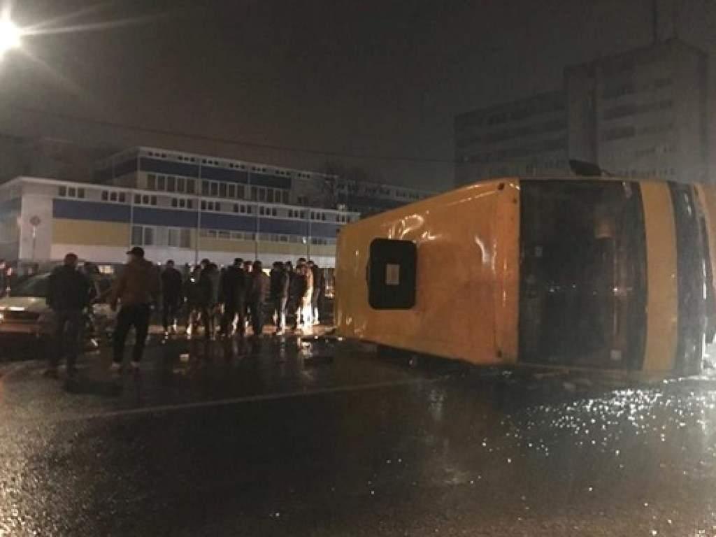 На Волыни после столкновения с машиной перевернулась маршрутка с людьми (ФОТО, ВИДЕО)