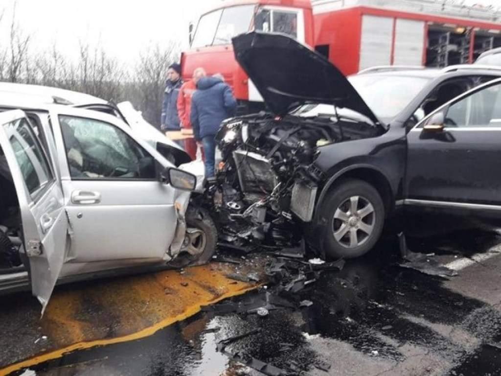 Под Южноуральском столкнулись Volkswagen Touareg и «Лада Приора 2171»
