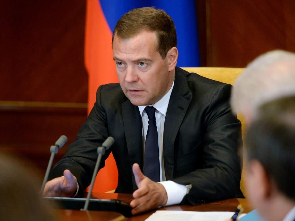 Медведев назвал контракт о транзите газа компромиссом, который устраивают все стороны