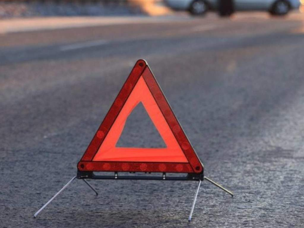 В Киеве белая иномарка сбила пешехода-нарушителя
