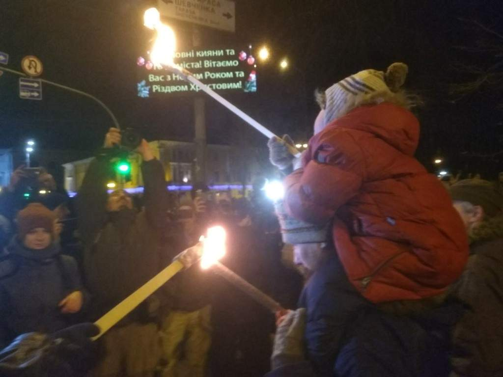 Националисты устроили шествие по Киеву с факелами