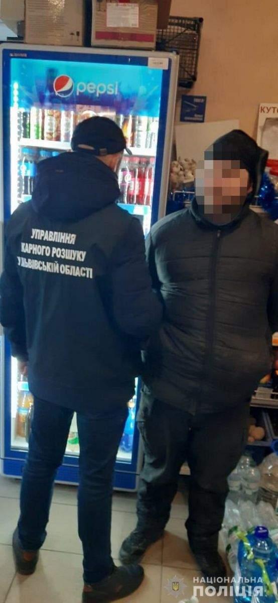 Во Львове пойман серийный грабитель, который угрожал продавцам  магазинов(ФОТО)