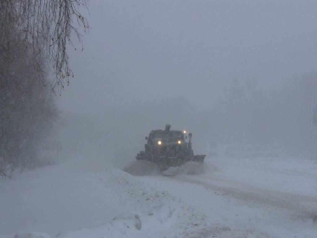 В Черновицкой области более 15 авто попали в ловушку из снега