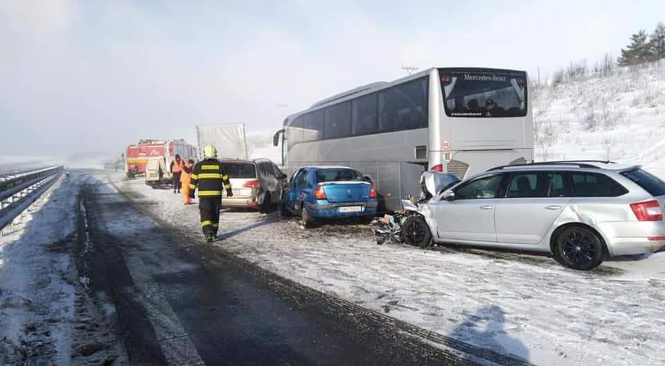 В Словакии из-за сильного снегопада произошло ДТП (ФОТО, ВИДЕО)