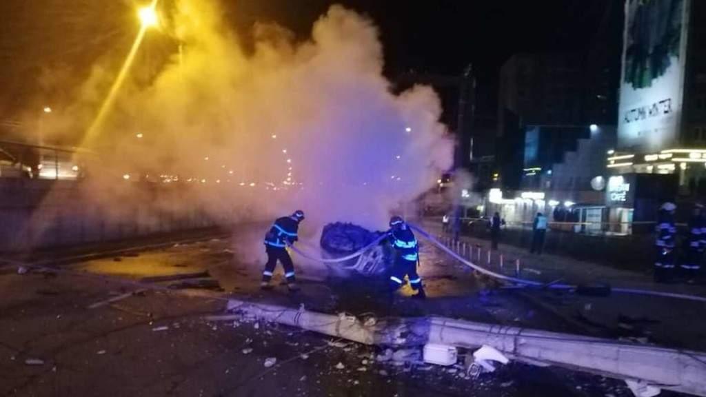 В Киеве Honda врезалась в столб, есть жертвы (ФОТО)