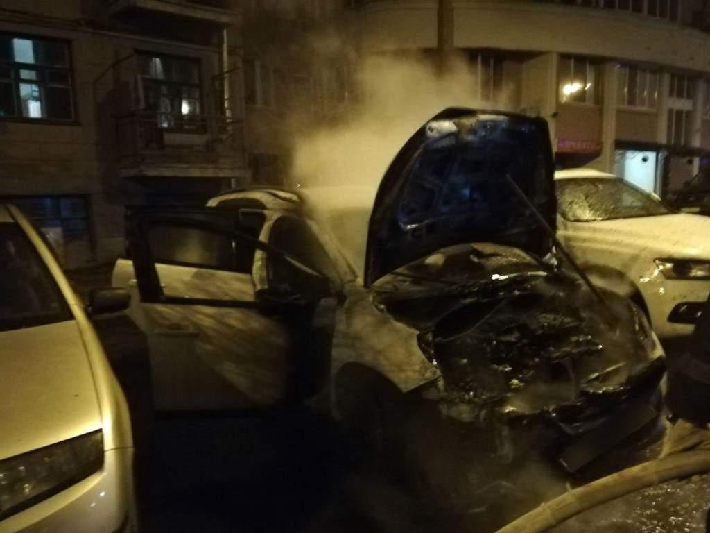 В Харькове сгорел автомобиль Peugeot