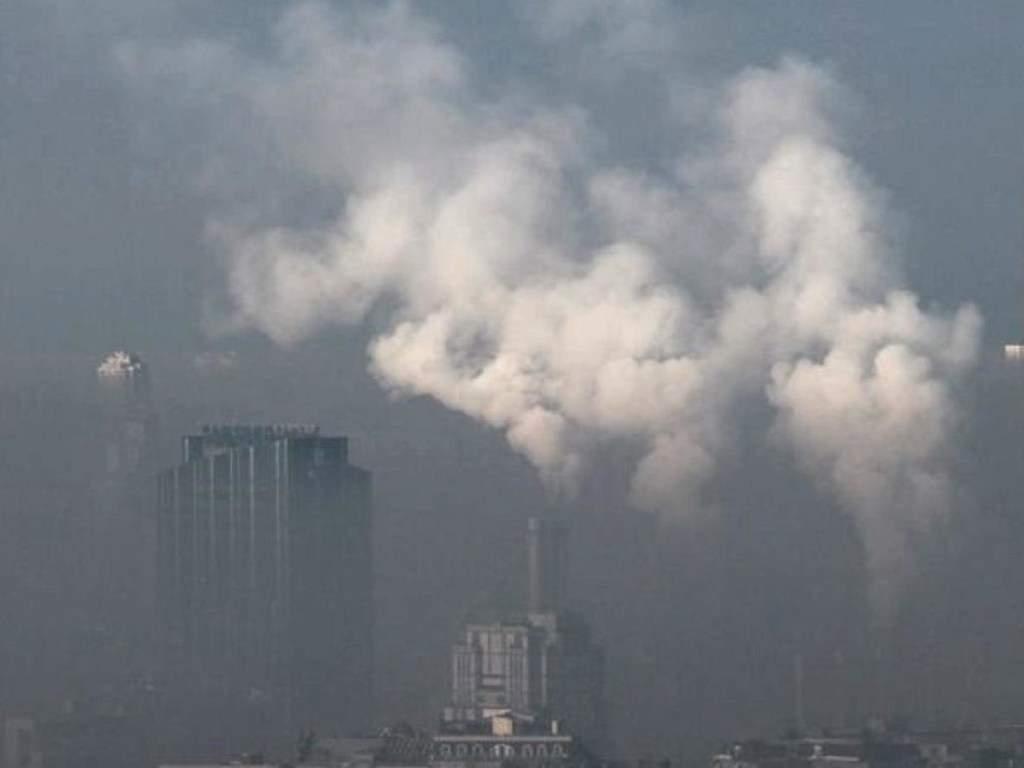 Смог и запах гари: специалист рассказал, чем дышат жители столицы