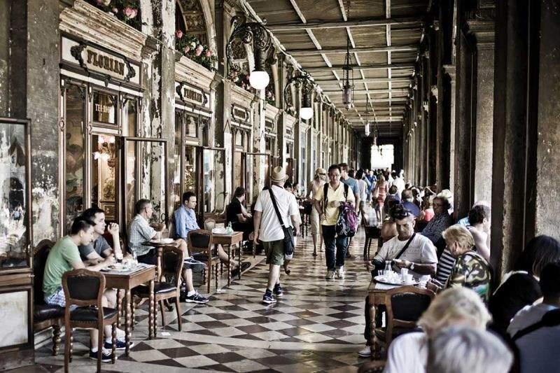 Самой старейшей европейской кофейней оказалось заведение Florian: Здесь пили кофе Хемингуэй, Чаплин, Диккенс