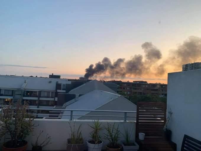 Возле аэропорта в Сиднее вспыхнул страшный пожар (ФОТО)