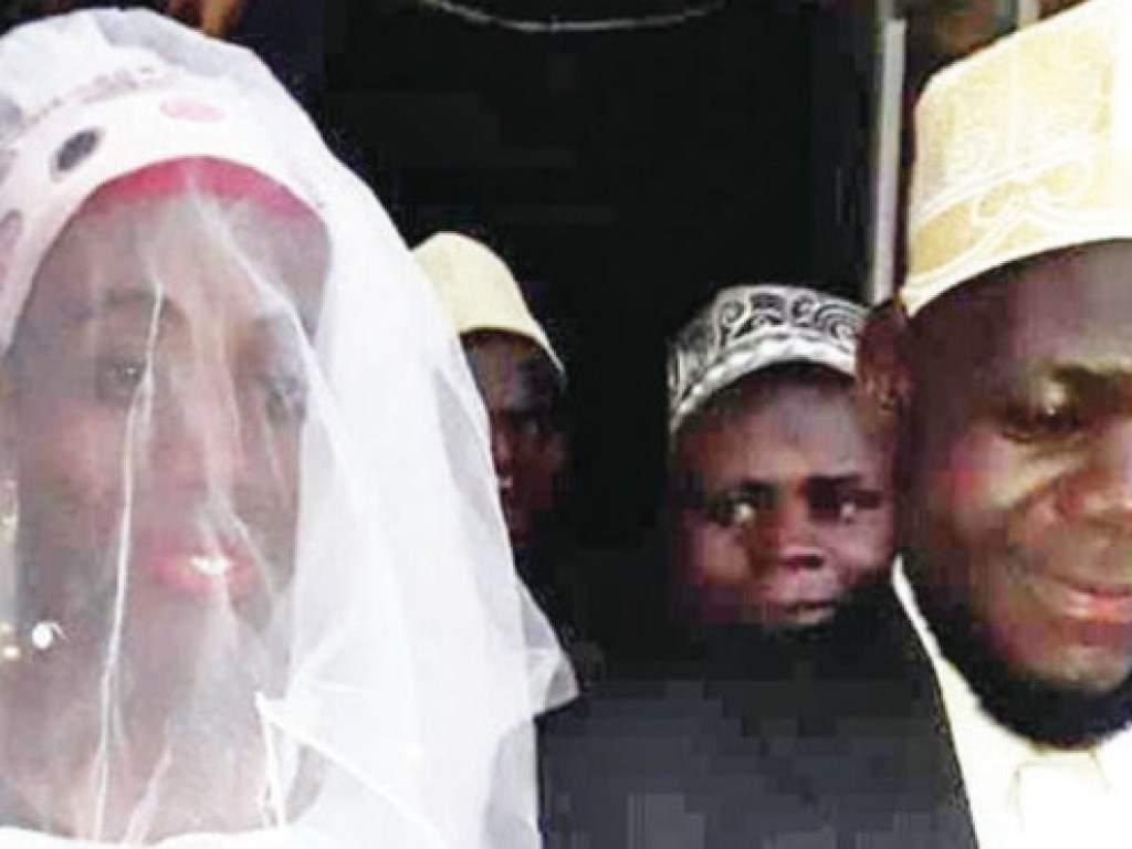 В Уганде священник Имам Мухаммад Мутумба случайно женился на мужчине