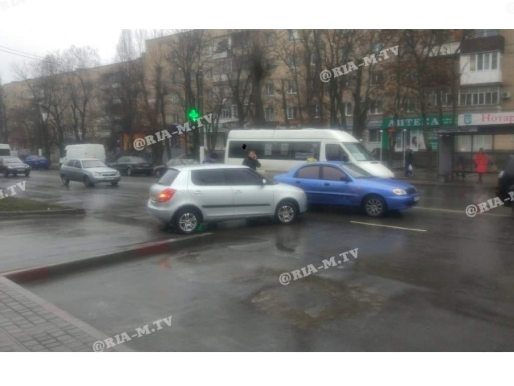 В Мелитополе машины Lanos и Skoda не поделили дорогу  (ФОТО)