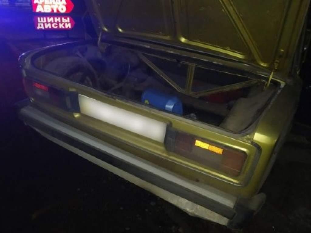 23-летний пьяный харьковчанин украл автомобиль и врезался в столб (ФОТО)